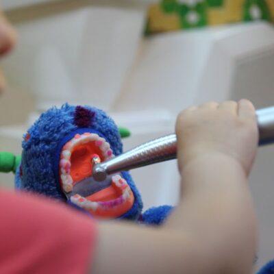 Jak dziecko powinno dbać o zęby, by były w dobrej kondycji?