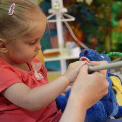 Czy warto zabrać dziecko do stomatologa dziecięcego?